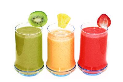 Leckere Drinks mit Sojamilch und frischen Früchten
