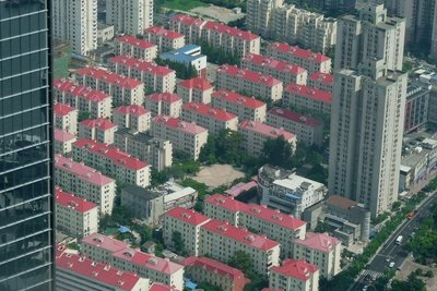 Bauen Sie eine effektive Siedlung, indem Sie sich an den Aufbauplan halten.