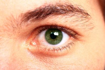 Augenübungen entspannen überarbeitete Augen.