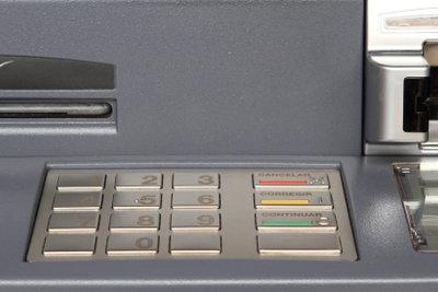 Der Bankkaufmann ist auch für Geldanlagen zuständig.