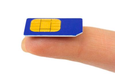 Vor dem Telefonieren ist das Einsetzen einer SIM-Karte notwendig.