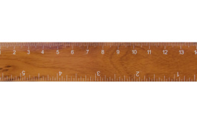 Auf manchen Linealen und Zollstöcken finden sich beide Angaben: cm und Zoll.