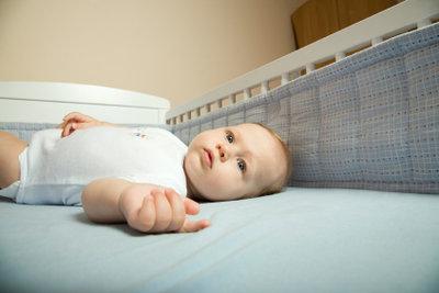 Individualisieren Sie das Bett Ihres Kindes mit einem eigenen Nestchen.