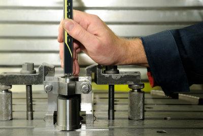 Bauteile drehen und fräsen als Zerspanungsmechaniker