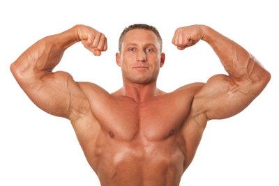 Eine eiweißreiche Ernährung ist neben Training Voraussetzung für den Muskelaufbau.