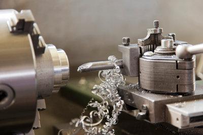 Werkzeuge und Maschinen sollten einen festen Platz im Hobbyraum haben.