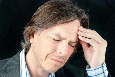 Gehen Sie bei Kopfschmerzen lieber früher als zu spät zum Arzt.