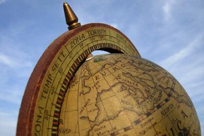 Die Breitengrade der Erde helfen bei der Orientierung.
