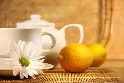 Mit Zitrone schmeckt Schwarztee besonders lecker.