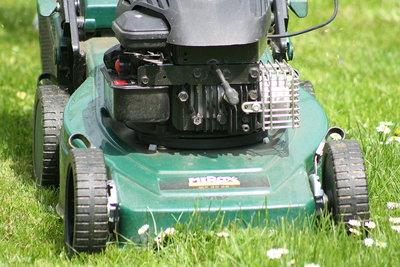 Einen Rasenmäher können auch Sie reparieren.