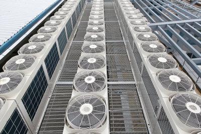 Klimaanlagen sollen Räume kühlen.
