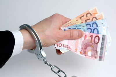Wurde Geld vom Konto geklaut, so wenden Sie sich sofort an Ihren Bankberater.