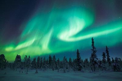 Bereits im Oktober treten in Schweden Polarlichter auf.