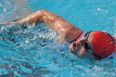 Mit einem Schwimmabzeichen können Sie Ihre Schwimmerfähigkeiten überprüfen.