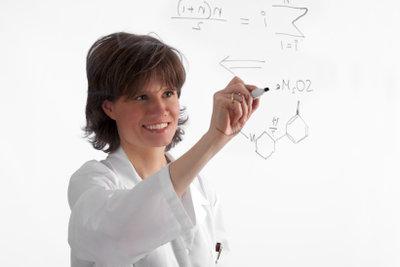 Gehen Sie beim Aufstellen chemischer Gleichungen systematisch vor.