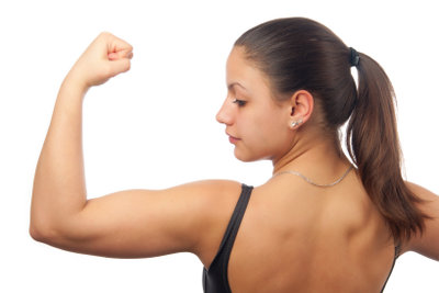 Straffen Sie den Rücken mit Übungen.