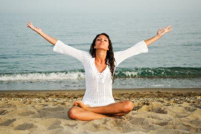 Entspannungsübungen können Schmerzen vorbeugen.