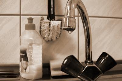 Auch in einer scheinbar sauberen Küche lauern Bakterien.