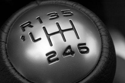 Der Schaltknauf lässt sich bei älteren Autos leichter austauschen.