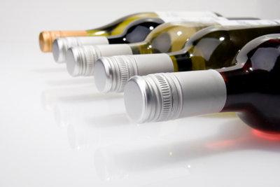 Weinflaschen gibt es in vielen Formen und Farben.