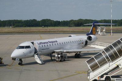 Mit dem Flugzeug reisen die meisten Urlauber.