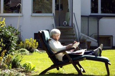 Auch Rentner müssen Krankenkassenbeiträge bezahlen.