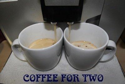 Mit der JURA F50 gibt es Kaffee nach Wunsch.