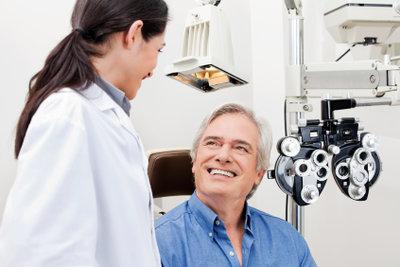 Ohne Kontaktlinsen lässt sich das Auge besser untersuchen.