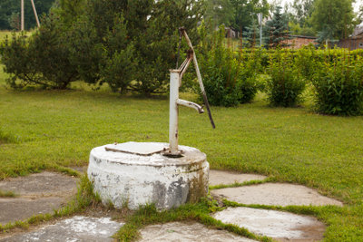 Eine Wasserpumpe im eigenen Garten kann von unschätzbarem Wert sein.