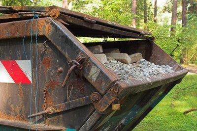 Richtig befüllt ist ein Bauschutt-Container ein sicherer Transportbehälter.