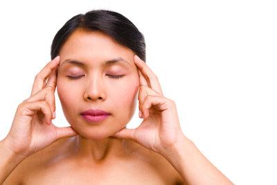 Gezielte Entspannung kann bei Migräne Linderung verschaffen.