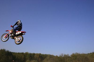 Motocross will geübt sein - doch fährt man ohne Führerschein.