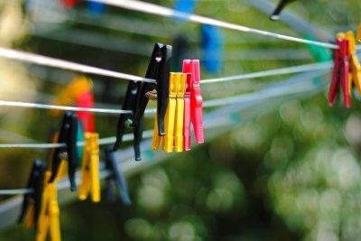 Eine Wäschespinne spart viel Platz im Garten oder auf dem Balkon.
