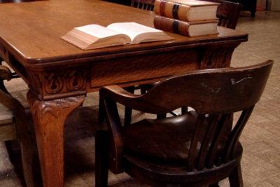Auch alte Schulbücher können noch Wissen vermitteln.