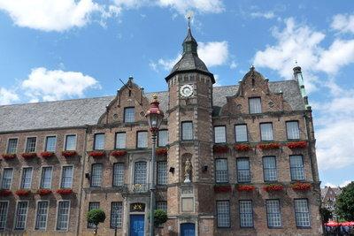 Sie bieten Verwaltungsjobs: Rathäuser, hier das Düsseldorfer Rathaus.