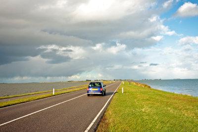 Fahren Sie bei Ihrem Trip um das Ijsselmeer auch über einen der Deiche.