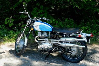 Kleine Nummernschilder sehen am Motorrad besser aus.