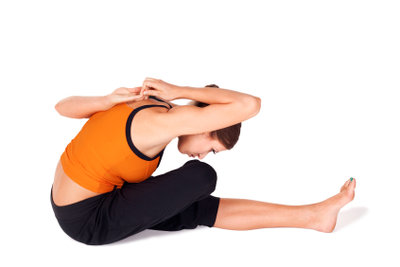 Bei Kopfschmerzen solche Übungen vermeiden