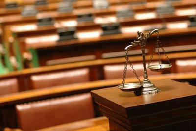 Egal ob Straf- oder Zivilrecht, Straftaten landen meistens vor Gericht.