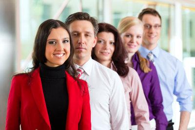 Gute Zeitarbeitsfirmen haben viele zufriedene Mitarbeiter.