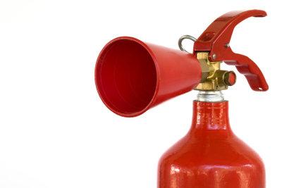 Kohlensäure ist in bestimmten Feuerlöschern enthalten.