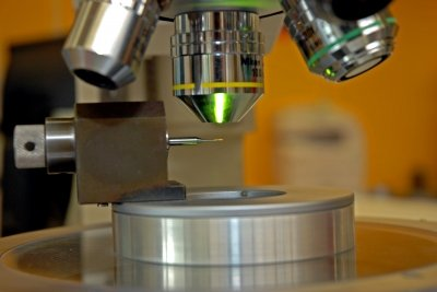 Ein Elektronenmikroskop macht das Innenleben einer Zelle sichtbar.