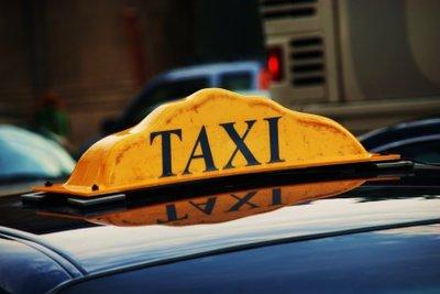 Taxifahrer benötigen besondere Papiere.