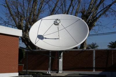 Satellitenschüssel gewährleistet Informationsanspruch.