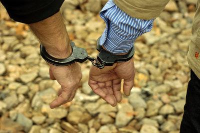 Das Arbeiten im Gefängnis ist sehr belastend für die Angestellten im öffentlichen Dienst.