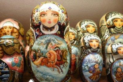 Traditionelle russische Kleidung wird heute nur noch von Volksmusikanten getragen.