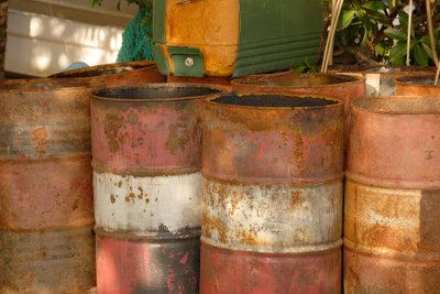 Machen Sie aus alten Ölfässern nützliche Alltagsgegenstände.