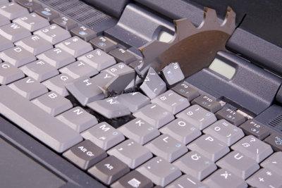Ein Wasserschaden kann das MacBook ruinieren.