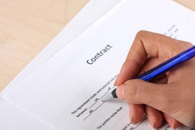 Einige Arbeitgeber verlangen zum Vertrag den Sozialversicherungsausweis.