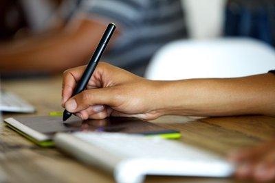 Grafiktabletts erlauben präzises digitales Zeichnen und Schreiben.